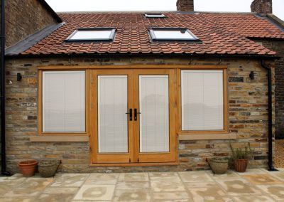 Oak screen with pair of doors and integral blinds