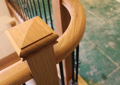 Oak stairs with curved handrail & metal spindles